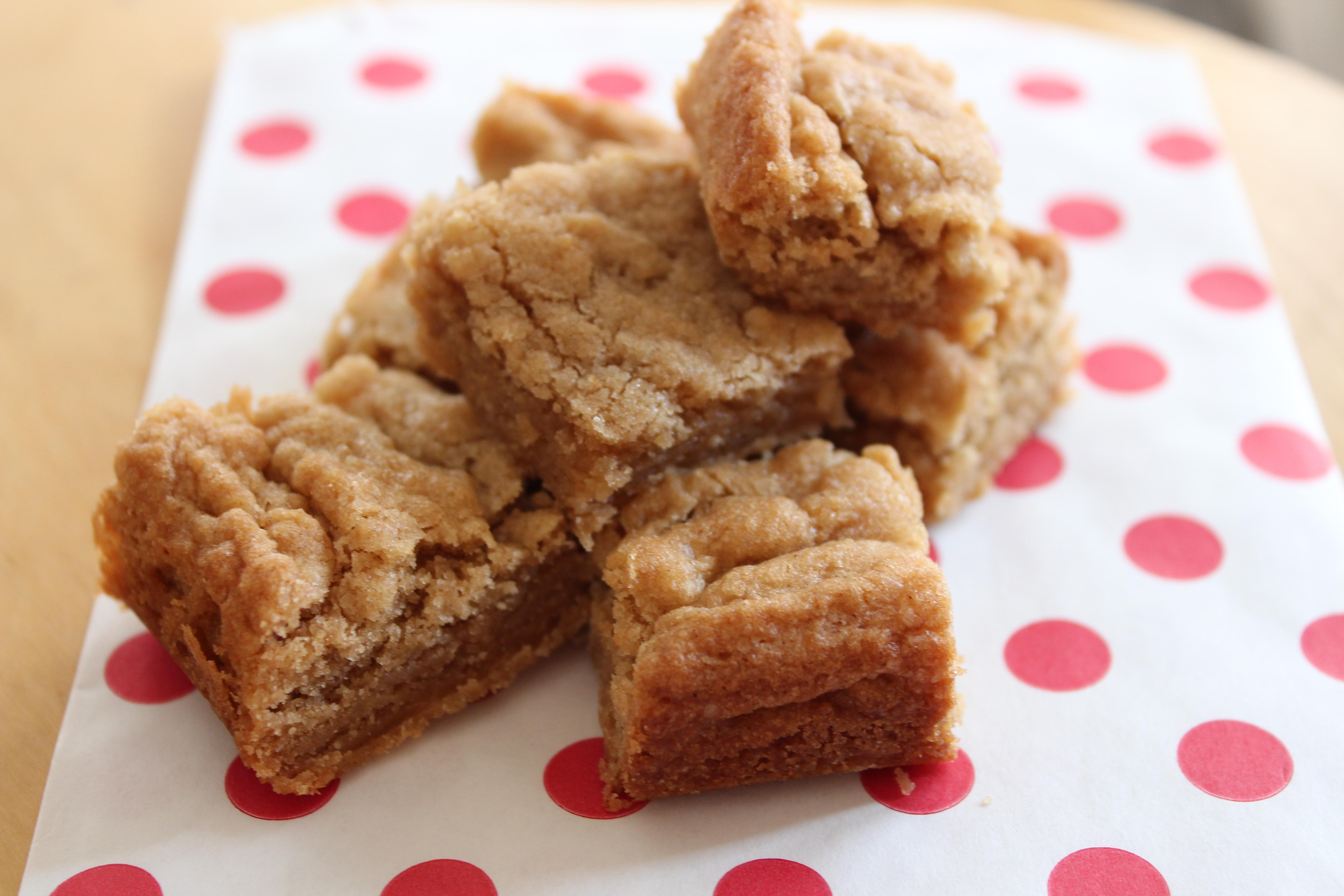 cinnamon blondies | happiness is a warm bun